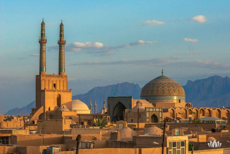 Zmierzch nad antycznym miastem Yazd, Iran