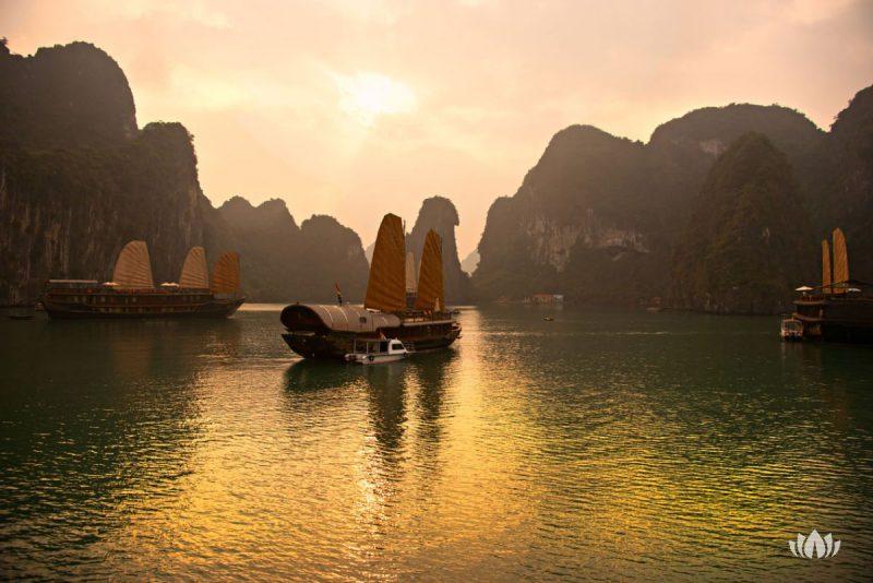 Zachód słońca w Ha Long